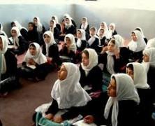 Béremelést követelnek a tanárok